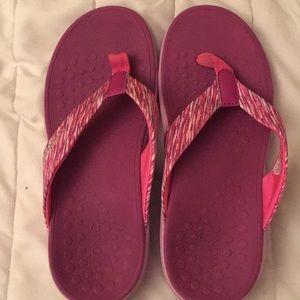 Vionic flip flop sandals